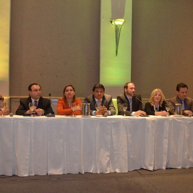 Presidiendo la Mesa de Debate del II Congreso Científico Internacional ESTÉTICA MUNDIAL 2015.