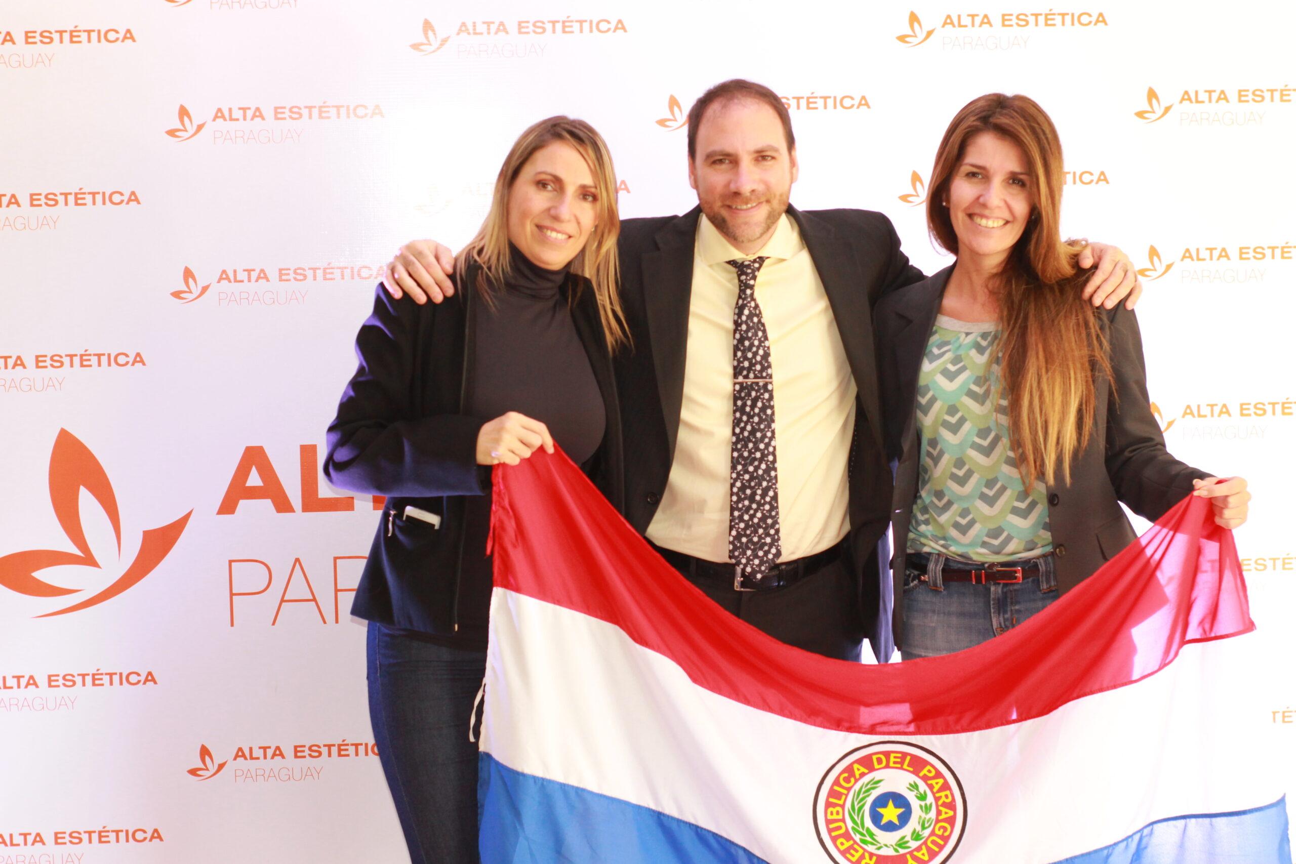 Junto a Eleonora Gallo y Natalia Bonaldi en el Congreso Internacional Alta Estética Paraguay, Asunción, 2016.