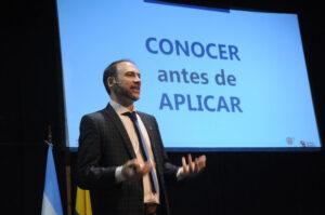 Conferencia en el Congreso Nacional del Colegio de Cosmetólogos y Esteticistas de Rosario, 2019.